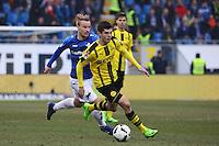 Christian Pulisic (Borussia Dortmund) gegen Fabian Holland (SV Darmstadt 98)- 11.02.2017: SV Darmstadt 98 vs. Borussia Dortmund, Johnny Heimes Stadion am Boellenfalltor