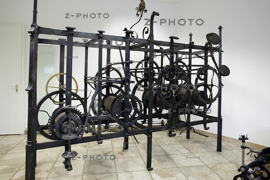 Uhrwerk bei Joerg Spoering im Atelier..Copyright © Zvonimir Pisonic