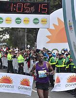 BOGOTA - COLOMBIA - 31-07-2016: Tadese Tola de Etiopia, en varones se impuso en la media maraton de Bogota con un tiempo de 1h 05m 16s, donde participaron mas de 40.000 atletas. / Tadese Tola of Ethiopia in men won the Bogota Half Marathon with a time of 1h 05m 16s, with the participation of over 40,000 athletes. Photo: VizzorImage/ Gabriel Aponte / Staff