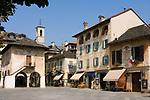 Italien, Piemont, Orta San Giulio: Piazza Motta | Italy, Piedmont, Orta San Giulio: Piazza Motta