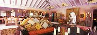 """Iles Bahamas /Ile d'Eleuthera/Harbour Island/ Dunmore Town: Salon de l'Hotel Pink Sand Hotel"""" sur [la célèbre plage de Pink Sand et ses sables roses]"""