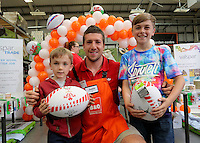 Justin Tipuric (C) with Owen (L) and Thomas Jones (R)
