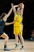 Melbourne, 15 August 2015 - Belinda SNELL of Australia in action during game one of the 2015 FIBA Oceania Championships in women's basketball between the Australian Opals and the New Zealand Tall Ferns at Rod Laver Arena in Melbourne, Australia. Aus def NZ 61-41. (Photo Sydney Low / sydlow.com)