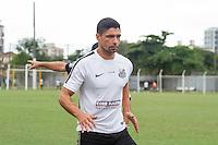 SANTOS, SP, 24.11.2015 - FUTEBOL-SANTOS - Renato do Santos durante sessão de treinamento no Centro de Treinamento Rei Pelé nesta terça-feira, 24.  (Foto: Flavio Hopp / Brazil Photo Press)