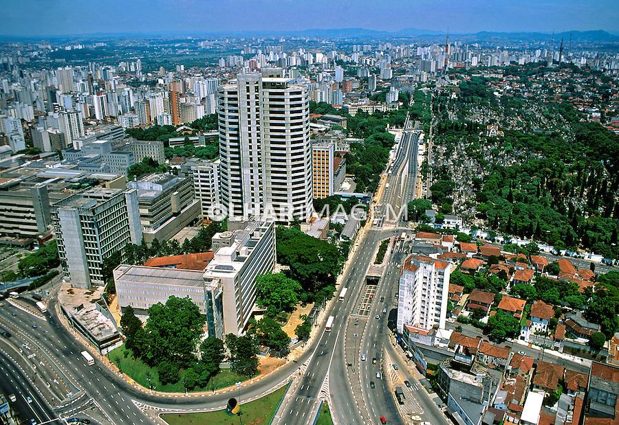 Aerea da avenida Doutor Arnaldo, Cemitério do Araçá, Incor e Hospital das Clínicas. 1990. Foto de Juca Martins.