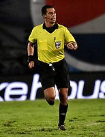 BOGOTA - COLOMBIA, 27-11-2020: Edwin Trujillo, arbitro durante partido entre Millonarios F. C. y Once Caldas de la fecha 1 por la Liguilla BetPlay DIMAYOR 2020 jugado en el estadio Nemesio Camacho El Campin de la ciudad de Bogota. / Edwin Trujillo, referee during a match between Millonarios F. C. and Once Caldas of the 1st date for the BetPlay DIMAYOR 2020 Liguilla played at the Nemesio Camacho El Campin Stadium in Bogota city. / Photo: VizzorImage / Luis Ramirez / Staff.