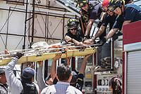 Suicida intenta quitarse la vida tratando de tirarse desde lo alto de un espectacular publicitario en Solidaridad y Progreso. Rescatado por bomberos de Hermosillo<br /> <br /> pclaves: homless, sin hogar, pobreza, salvado, safe, rescue