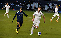 KANSAS CITY, KS - OCTOBER 24: #9 Alan Pulido of Sporting Kansas City and #4 Danny Wilson of the Colorado Rapids race for the ball in midfield during a game between Colorado Rapids and Sporting Kansas City at Children's Mercy Park on October 24, 2020 in Kansas City, Kansas.