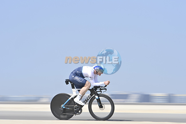 Andre Greipel (GER) Israel Start-Up Nation recons the stage before the start of Stage 2 of the 2021 UAE Tour running 13km around  Al Hudayriyat Island, Abu Dhabi, UAE. 22nd February 2021.  <br /> Picture: LaPresse/Fabio Ferrari | Cyclefile<br /> <br /> All photos usage must carry mandatory copyright credit (© Cyclefile | LaPresse/Fabio Ferrari)