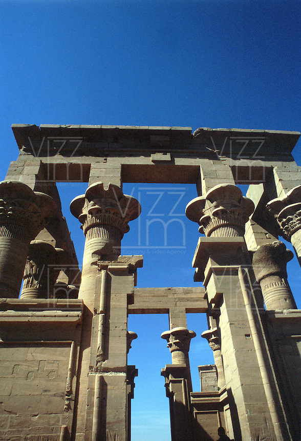ASWAN- EGIPTO- 15-04-2007. Pabellón de Trajano del templo Philae, ubicado en Agilkia, en el río Nilo. Hall of Trajan Philae Temple, is located in Agilkia on the River Nile. (Photo: VizzorImage)......