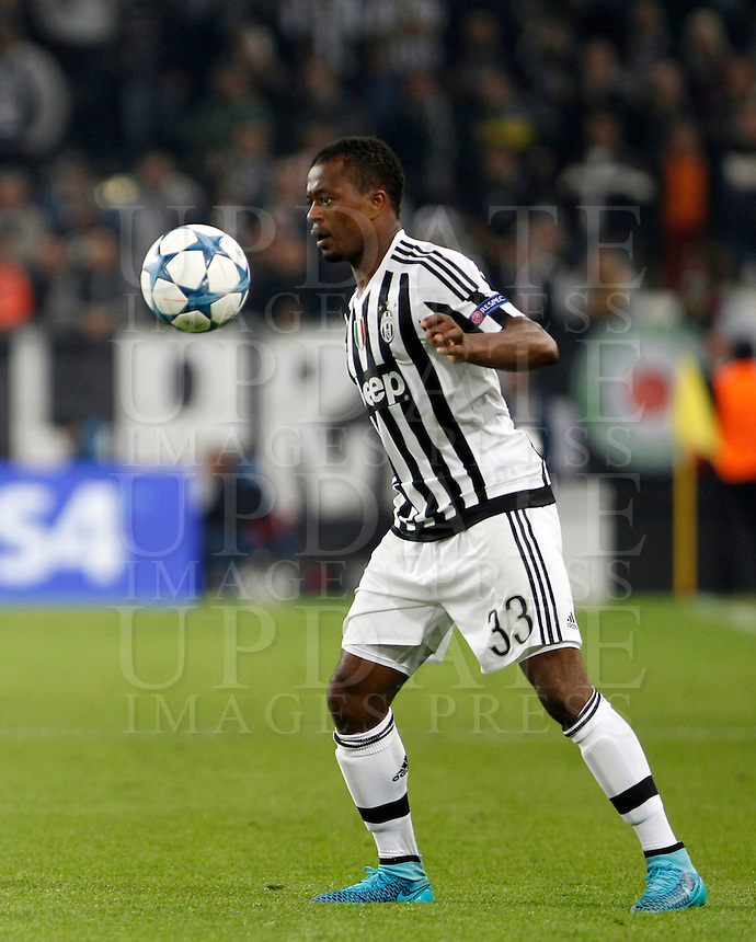 Calcio, Champions League: Gruppo D - Juventus vs Siviglia. Torino, Juventus Stadium, 30 settembre 2015. <br /> Juventus Patrice Evra controls the ball during the Group D Champions League football match between Juventus and Sevilla at Turin's Juventus Stadium, 30 September 2015. <br /> UPDATE IMAGES PRESS/Isabella Bonotto