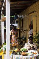 Europe/France/DOM/Antilles/Petites Antilles/Guadeloupe/Morne-à-l'eau : Pitt de Belair - Colombo de poulet sur la terrasse de la case de Mme Belair Dolores  [Autorisation : 222-223-224]