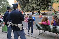 - Milan, Police in security service in Guastalla public gardens ....- Milano, Polizia  in servizio di sicurezza nei giardini pubblici Guastalla