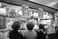 - Milano, campagna  promossa dal Comune e dall'Unione Commecianti contro l'aumento dei prezzi del generi alimentari (Novembre 1974)<br /> <br /> - Milan, campaign promoted bythe Municipality and the Merchant's Union against rising food prices (November 1974)