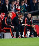 Nederland, Eindhoven, 15 september 2015<br /> Champions League<br /> Seizoen 2015-2016<br /> PSV-Manchester United<br /> Louis van Gaal, trainer-coach van Manchester United zit met zijn hoofd naar beneden op de bank