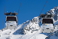 Europe/France/Rhone-Alpes/73/Savoie/Val-Thorens :l es remontées mécaniques, Funitel, et l'aiguille de Péclet(3561m)
