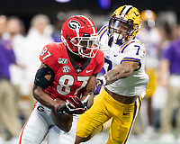 ATLANTA, GA - DECEMBER 7: Tyler Simmons #87 of the Georgia Bulldogs isn't able to hold onto a pass on Georgia's first possession during a game between Georgia Bulldogs and LSU Tigers at Mercedes Benz Stadium on December 7, 2019 in Atlanta, Georgia.