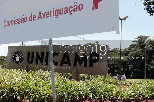 Campinas (SP), 12/03/2020 - UNICAMP / Corona Virus - A Unicamp (Universidade Estadual de Campinas) anunciou na manhã desta quinta-feira (12) que vai suspender suas atividades de 13 a 29 de março em virtude da pandemia de coronavírus. A medida também vale para o campus de Limeira (SP). Por dia, na Unicamp, circulam cerca de 50 mil pessoas por dia.<br /> Serão mantidas apenas as atividades essenciais, que ainda serão definidas e informadas à comunidade pelo comitê de crise criado pela Reitoria. As aulas na universidade começaram na semana passada. Movimentação de estudantes nesta quinta-feira (12).