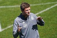 Thomas Mueller (Deutschland Germany) spielt Ohr-Schnicken - Seefeld 30.05.2021: Trainingslager der Deutschen Nationalmannschaft zur EM-Vorbereitung