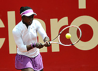 BOGOTA - COLOMBIA - 11-04-2016: Sachia Veckery de Estados Unidos, devuelve la bola a Yuliana Lizarazo de Colombia, durante partido por el Claro Colsanitas WTA, que se realiza en el Club El Rancho de Bogota. / Sachia Veckery from United States returns the ball to Yuliana Lizarazo from Colombia, during a match for the WTA Open Claro Colsanitas, which takes place at Club El Rancho de Bogota. Photo: VizzorImage / Luis Ramirez / Staff.