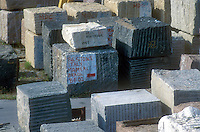 - installations for the industrial workmanship of marble and granite....- impianti per la lavorazione industriale di marmo e granito