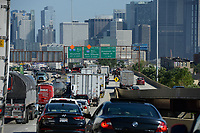USA Chicago, Highway near downtown / Autobahn und Stadtzentrum mit Hochhaeusern
