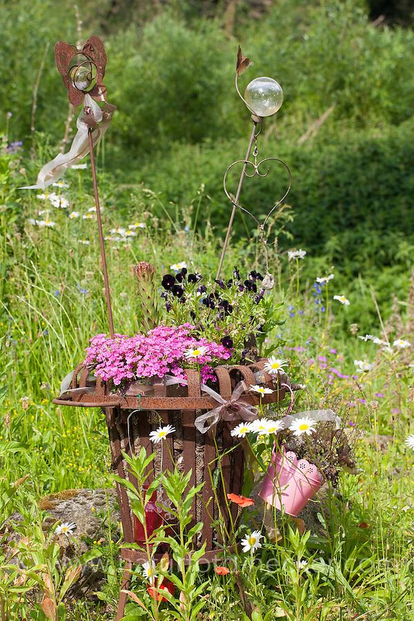 Bepflanzter Feuerkorb, Blumen, Pflanzkorb, Deko, Gartendekoration, Korb, Naturgarten. Planted fire basket, flower, plant basket, decoration, garden decoration, basket, natural garden