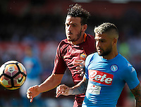 Calcio, Serie A: Napoli vs Roma. Napoli, stadio San Paolo, 15 ottobre. <br /> Roma Alessandro Florenzi, left, and Napoli Lorenzo Insigne run for the ball during the Italian Serie A football match between Napoli and Roma at Naples' San Paolo stadium, 15 October 2016. Roma won 3-1.<br /> UPDATE IMAGES PRESS/Isabella Bonotto
