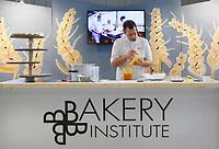Nederland - Amsterdam - Januari 2019.  HORECAVA.  Demonstratie in de stand van het Bakery Institute uit Zaandam. Het Bakery Institute is een particuliere opleiding voor een ieder die zich wil ontwikkelen in het bakkersvak. Je kunt bij het Bakery Institute terecht voor korte en lange programma's voor mensen met weinig tot geen voorkennis en vaktechnische weekcursussen voor professionals. Ook kan je je in 9 weken laten omscholen tot volleerd brood- of banketbakker. Het Bakery Institute is in 2011 opgericht voor en door de bakkerij.   Foto Berlinda van Dam / Hollandse Hoogte