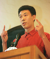 010597: HONG KONG ; HAN DONG FAN:<br /> Labour activist and dissident, Han Dong Fan, gives a lecture at the FCC in Hong Kong.  Han was forced into exile in the British colony after being refused entry to the mainland after returning from medical treatment in the USA several years ago.<br /> <br /> PHOTO BY RICHARD JONES/SINOPIX