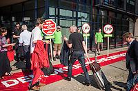 Protest vor dem SPD-Parteikonvent zu CETA und TTIP.<br /> Umwelt- und Verbraucherschutzorganisationen wie Greenpaece, BUND, Naturfreunde Jugend oder Campact protestierten am Sonntag den 6. Juni 2016 vor dem SPD-Parteikonvent zu CETA und TTIP. Sie forderten ein Ende der Verhandlungen mit den USA und Kanada bei den Verhandlungen zu den Freihandelsabkommen.<br /> Im Bild: SPD-Mitglieder auf dem Weg zum Parteikonvent.<br /> 5.6.2016, Berlin<br /> Copyright: Christian-Ditsch.de<br /> [Inhaltsveraendernde Manipulation des Fotos nur nach ausdruecklicher Genehmigung des Fotografen. Vereinbarungen ueber Abtretung von Persoenlichkeitsrechten/Model Release der abgebildeten Person/Personen liegen nicht vor. NO MODEL RELEASE! Nur fuer Redaktionelle Zwecke. Don't publish without copyright Christian-Ditsch.de, Veroeffentlichung nur mit Fotografennennung, sowie gegen Honorar, MwSt. und Beleg. Konto: I N G - D i B a, IBAN DE58500105175400192269, BIC INGDDEFFXXX, Kontakt: post@christian-ditsch.de<br /> Bei der Bearbeitung der Dateiinformationen darf die Urheberkennzeichnung in den EXIF- und  IPTC-Daten nicht entfernt werden, diese sind in digitalen Medien nach §95c UrhG rechtlich geschuetzt. Der Urhebervermerk wird gemaess §13 UrhG verlangt.]
