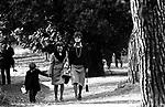 AUDREY HEPBURN CON IL FIGLIO LUCA DOTTI<br /> ALLA SCUOLA MARYMOUNT ROMA 1974