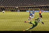 TUNJA - COLOMBIA, 19-10-2021: Boyacá Chicó F.C. y Real Santander en partido por la fecha 13 como parte del Torneo BetPlay DIMAYOR II 2021 jugado en el estadio La Independencia de la ciudad de Tunja. / Boyaca Chico F.C. and Real Santander in match for the date 13 as part of BetPlay DIMAYOR Tournament II 2021 played at La Independencia stadium in Tunja city. Photo: VizzorImage / Macgiver Baron / Cont