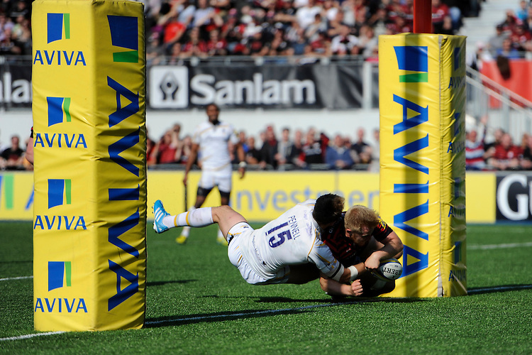 Jackson Wray of Saracens dives over to score a try despite the efforts of Chris Pennell of Worcester Warriors during the Aviva Premiership match between Saracens and Worcester Warriors at Allianz Park on Saturday 3rd May 2014 (Photo by Rob Munro)
