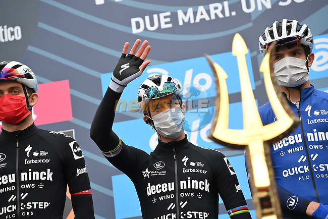 World Champion Julian Alaphilippe (FRA) and Deceuninck-Quick Step at sign on before the start of Stage 2 of Tirreno-Adriatico Eolo 2021, running 202km from Camaiore to Chiusdino, Italy. 11th March 2021. <br /> Photo: LaPresse/Gian Mattia D'Alberto | Cyclefile<br /> <br /> All photos usage must carry mandatory copyright credit (© Cyclefile | LaPresse/Gian Mattia D'Alberto)