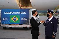 GUARULHOS, SP, 25.05.2021 - COVID-19-SP - João Doria, Governador de São Paulo, acompanha a chegada de mais um lote de insumos da vacina Coronavac, com 3 mil litros de IFA, que correspondem a 5 milhões de doses, no Aeroporto Internacional de Guarulhos, nesta terça-feira, 25. (Foto Charles Sholl/Brazil Photo Press)