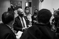 mesures anti-covid 19 (masque, distances,...)  lors de la Soirée-Débat économique en vue des élections municipales,Animé par Esther Bégin, cheffe d'antenne et animatrice à la Chaîne d'affaires publiques par câble (CPAC), le débat oppose les principaux candidats à la mairie de Montréal, Valérie Plante, mairesse de Montréal et cheffe de Projet Montréal, et Denis Coderre, chef d'Ensemble Montréal, le 18 octobre au Centre Sheraton. <br /> <br /> Photo : Philippe Manh Nguyen - Agence Quebec Presse