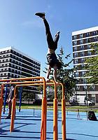 Nederland  Amsterdam - 2019. Demonstratie Calisthenics (Calesthenics). Fitness in de buitenlucht.  Foto mag niet in negatieve / schadelijke context gepubliceerd worden.   Berlinda van Dam / Hollandse Hoogte
