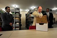 O diretor do Museu Emílio Goeldi em Belém, recebe o livro raro Rerum Medicarum Novae Hispaniae, escrito em latim por Francisco Hernandez, em 1628<br /> <br /> Após seis anos a obra rara recuperada pela Polícia Federal foi devolvida ao Museu Paraense Emílio Goeldi. A entrega foi feita pelos delegados Adalton Martins (PF - Brasília) e Bruno Benasuly (Superintendência Regional) ao Diretor do MPEG, Nilson Gabas Jr., e à chefe da Coordenação de Informação e Documentação, Astrogilda Ribeiro, em cerimônia realizada na Biblioteca Domingo Soares Ferreira Penna. <br /> <br /> Imediatamente, a curadora do acervo Berenice Barcelar, avaliou a publicação e constatou danos ao patrimônio: capa original cortada, manchas de umidade, carimbos cobrindo a marca d'água do MPEG, entre outros detalhes. Ela ainda será detidamente analisada e passará por uma higienização.<br /> Na ocasião, os delegados conheceram o atual espaço de guarda do acervo de obras raras. Eles anunciaram que as investigações estão sendo retomadas, com ajuda da  Federal Bureau of Investigation (FBI), e que todas as hipóteses sobre o roubo estão sendo consideradas. <br /> Foto Mauro Ângelo
