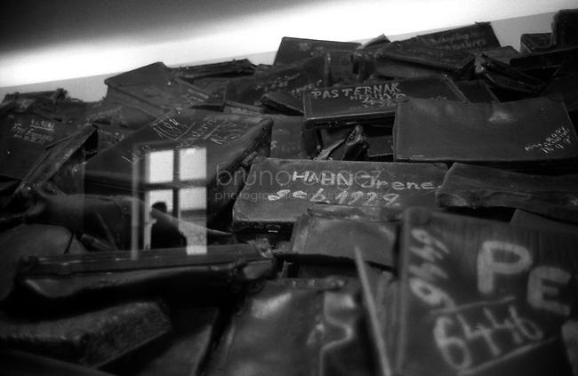 POLAND, 05.2002, Osviecim (Auschwitz)  Former concentration camp: The bags of the murdered, shown in the museum of Auschwitz I. .POLOGNE, Auschwitz, Mai 2005. L'ancien camp de concentration : les bagages des Juifs assassinés exposés dans le musée d'Auschwitz I.© Bruno Cogez
