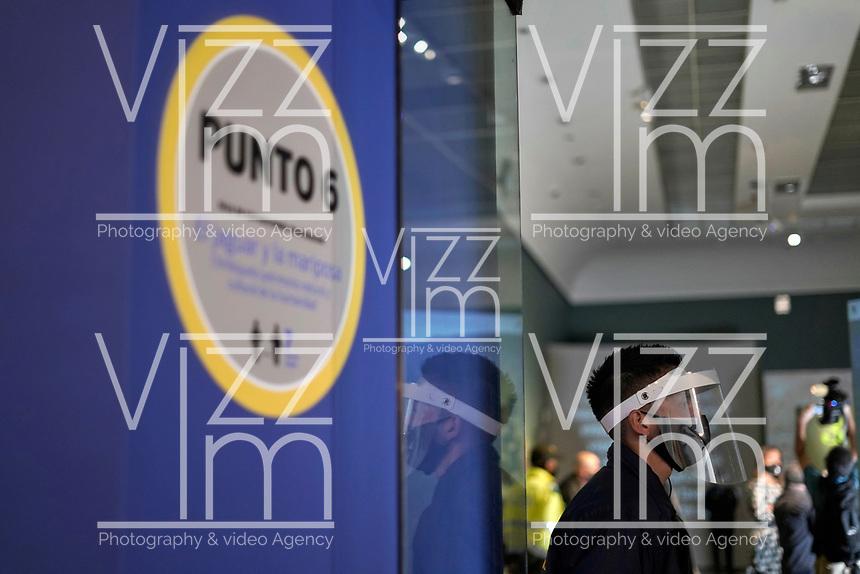 BOGOTA - COLOMBIA, 01-08-2020: El Museo Nacional de Colombia reabrió al público después de cumplir con los protocolos de bioseguridad en el día 129 de la cuarentena en el territorio colombiano causada por la pandemia  del Coronavirus, COVID-19. / The National Museum of Colombia reopened to the public after complying with biosafety protocols on day 129 of the quarantine in Colombian territory caused by the Coronavirus pandemic, COVID-19. Photo: VizzorImage / Diego Cuevas / Cont