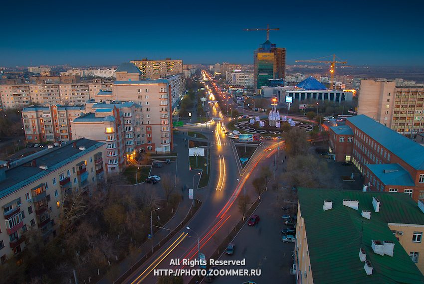 Вид с высоты на Оренбург и здание Газпрома