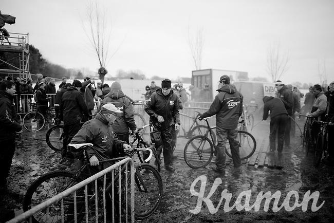 busy bike wash<br /> <br /> Azencross Loenhout 2014