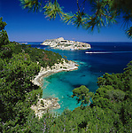Italy, Puglia, Tremiti Islands: View of San Domino Island Coastline |  Italien, Apulien, Tremiti-Inseln: Insel San Domino