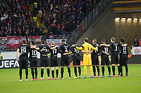 Eintracht Frankfurt bei der Schweigeminute - 20.02.2020: Eintracht Frankfurt vs. RB Salzburg, UEFA Europa League, Hinspiel Round of 32, Commerzbank Arena DISCLAIMER: DFL regulations prohibit any use of photographs as image sequences and/or quasi-video.