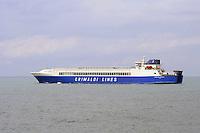 - porto di  Livorno, traghetto della compagnia Grimaldi Lines....- Livorno port, ferry of Grimaldi Lines company