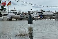 Überspülter Weg am Gernsheimer Hafen - Gernsheim 03.02.2021: Hochwasser am Gernsheimer Rheinhafen