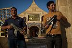 Irak, Juni 2014 - Die irakische Stadt Karakosch beheimatet die letzten Christen im Irak, Die Kirchen sind stark gesichert, es gibt fast taeglich Drohungen von ISIS Milizen die Stadt zu stuermen. Zu diesem Zeitpunkt liegen sie 7km von der Stadt entfernt.<br /> <br /> Engl.: Asia, Iraq, North Iraq, conflict area, Karakosh, the last Christians in Iraq are domiciled in Karakosh, armed men guarding the church, June 2014