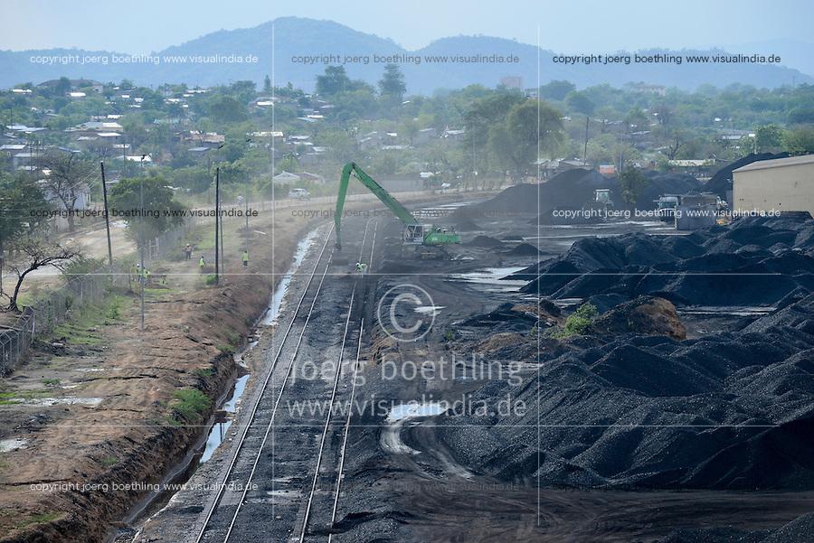 MOZAMBIQUE, Moatize, coal terminal of Jindal Africa a indian company, coal is transported by railway to port Beira for export / MOSAMBIK, Moatize, Kohleverladeterminal von Jindal Africa, ein indisches Unternehmen, die Kohle wird von hier per Bahn fuer den Export zum Hafen Beira transportiert