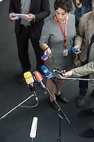 Sitzung des NSA-Untersuchungsausschuss am Mittwoch den 17. Juni 2015.<br /> Im Bild: Medien warten auf ein Pressestatement der Obleute im Untersuchungsausschuss.<br /> 17.6.2015, Berlin<br /> Copyright: Christian-Ditsch.de<br /> [Inhaltsveraendernde Manipulation des Fotos nur nach ausdruecklicher Genehmigung des Fotografen. Vereinbarungen ueber Abtretung von Persoenlichkeitsrechten/Model Release der abgebildeten Person/Personen liegen nicht vor. NO MODEL RELEASE! Nur fuer Redaktionelle Zwecke. Don't publish without copyright Christian-Ditsch.de, Veroeffentlichung nur mit Fotografennennung, sowie gegen Honorar, MwSt. und Beleg. Konto: I N G - D i B a, IBAN DE58500105175400192269, BIC INGDDEFFXXX, Kontakt: post@christian-ditsch.de<br /> Bei der Bearbeitung der Dateiinformationen darf die Urheberkennzeichnung in den EXIF- und  IPTC-Daten nicht entfernt werden, diese sind in digitalen Medien nach §95c UrhG rechtlich geschuetzt. Der Urhebervermerk wird gemaess §13 UrhG verlangt.]